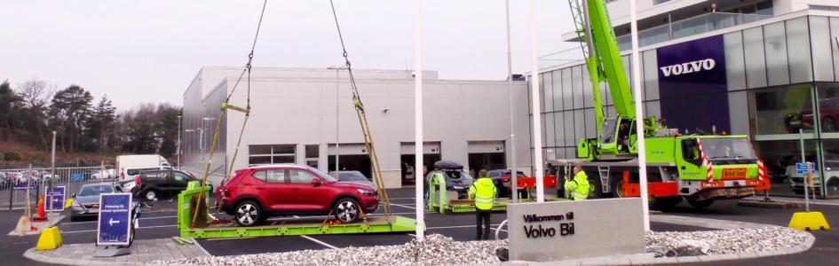 Mobilkran løfter Volvo til himmels